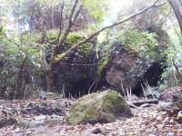 「金時宿り石」(A Broken Rock in Mt. Kintoki)