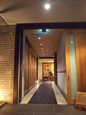 「玄関」(The Entrance of Gora Hanaougi)